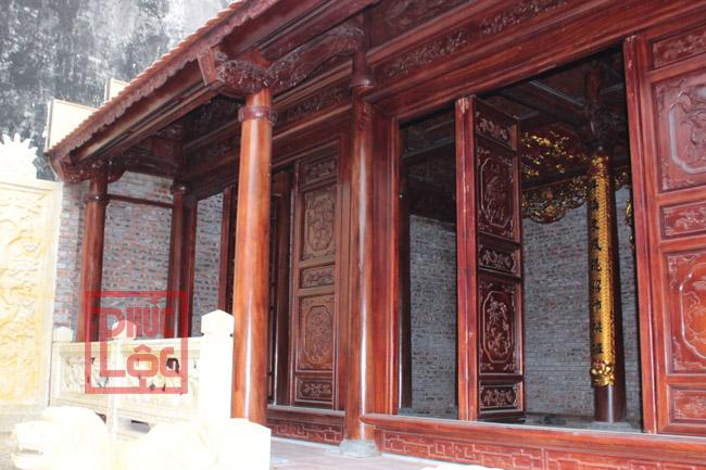 Mặt trước nhà gỗ lim 3 gian