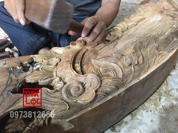 Hoa văn nhà gỗ được đục chạm tại xưởng