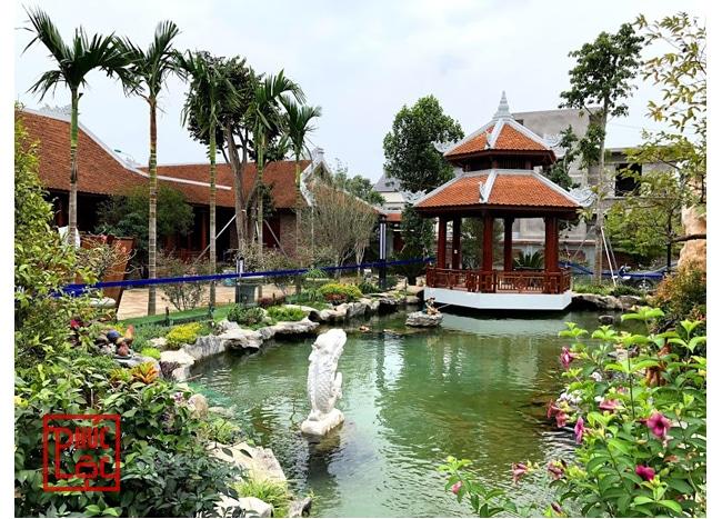 Hồ nhân tạo có chòi nghỉ thiết kế trong khuôn viên nhà