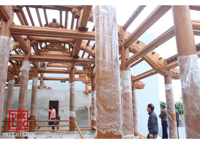 Vì kèo nhà gỗ 5 gian buồng gói tại Đông Anh, Hà Nội