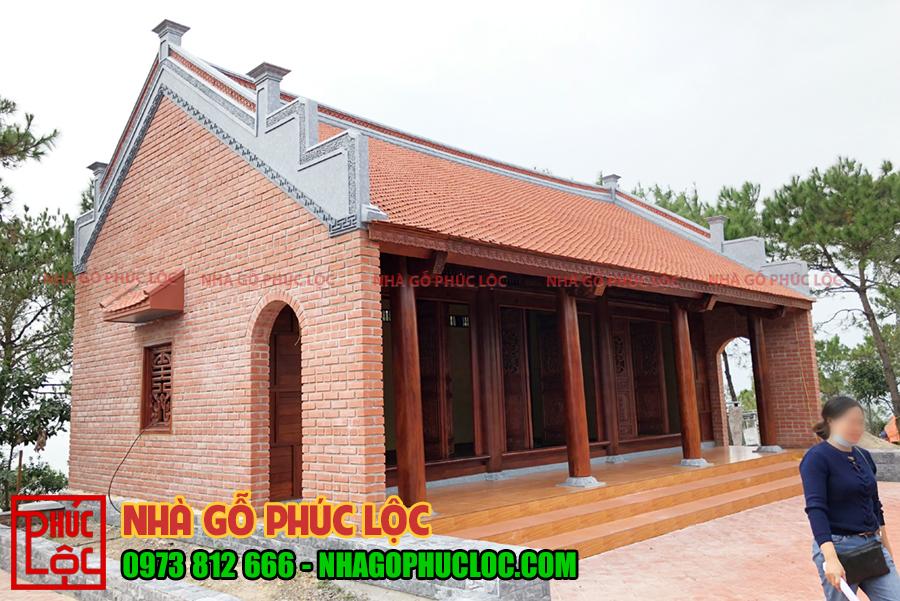 Hình ảnh nhà gỗ lim 3 gian hoàn thiện được xây gạch không trát