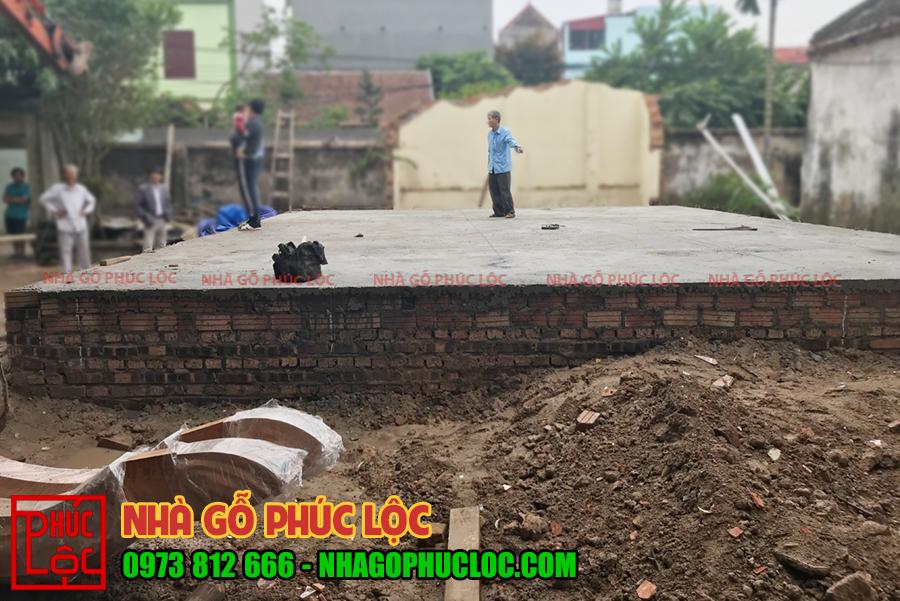 Hình ảnh mặt bằng nền thực tế trước khi lắp dựng nhà gỗ
