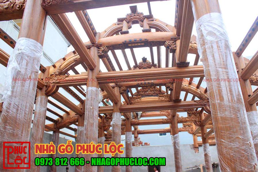 Hình ảnh lắp dựng khung nhà gỗ lim 5 gian