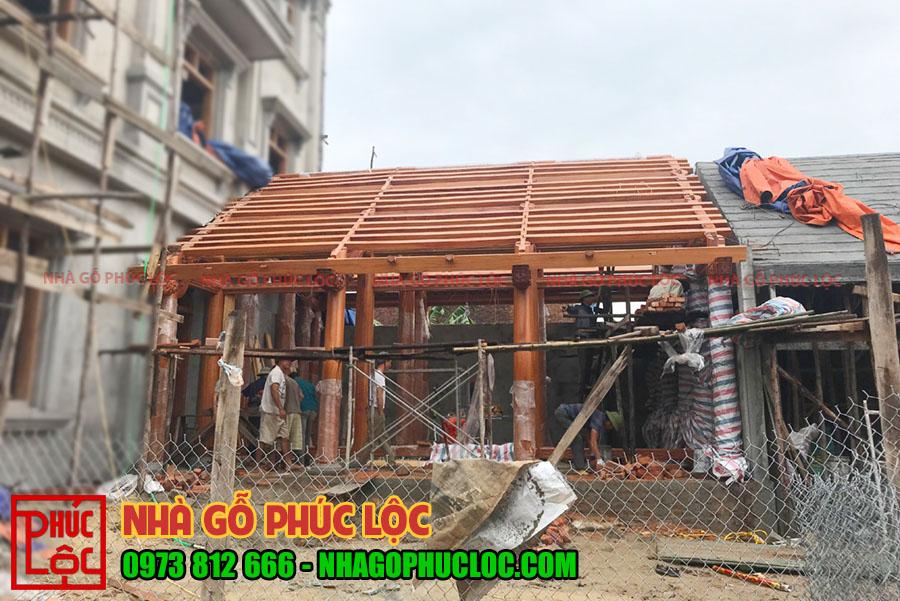 Tổng thể nhà gỗ 3 gian sau khi lắp dựng
