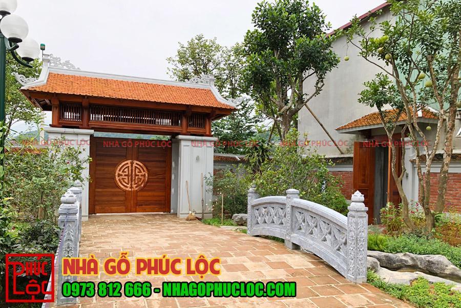 Mẫu cổng nhà gỗ 2 cánh khắc chữ thọ