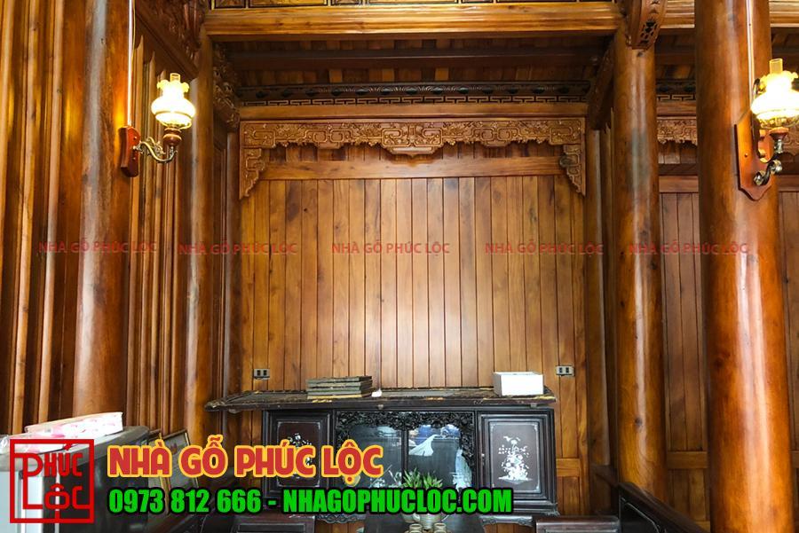Hình ảnh tường hậu được ốp gỗ mít nan dọc