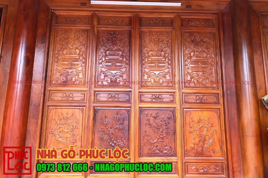 Hình ảnh cửa bức bàn được chạm khắc tùng - cúc - trúc - mai