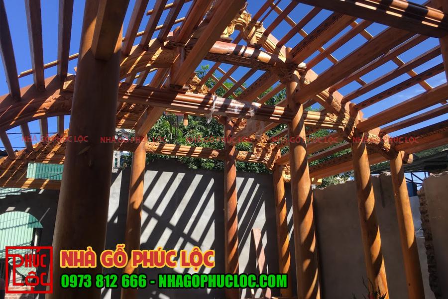 Hình ảnh làm nhà từ chất liệu gỗ mít