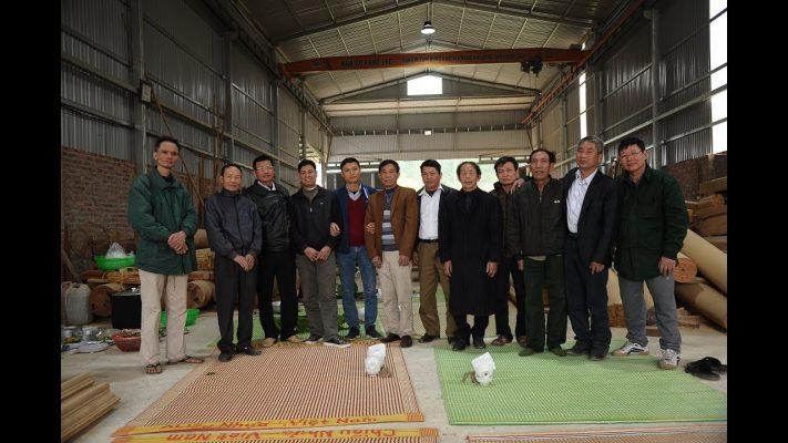 Đội ngũ thợ Chàng Sơn của nhà gỗ Phúc Lộc