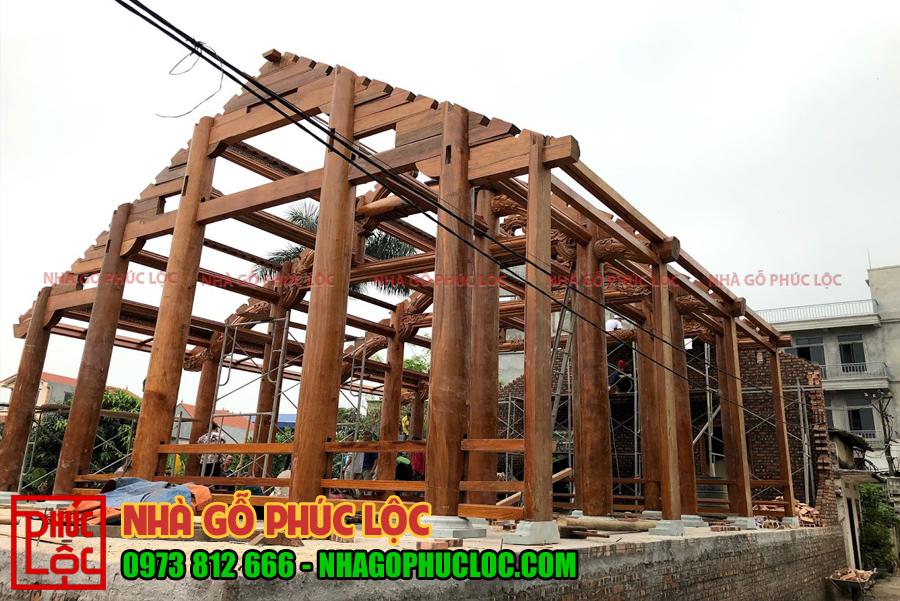 Hình ảnh lắp dựng hoàn thiện khung căn nhà gỗ 5 gian