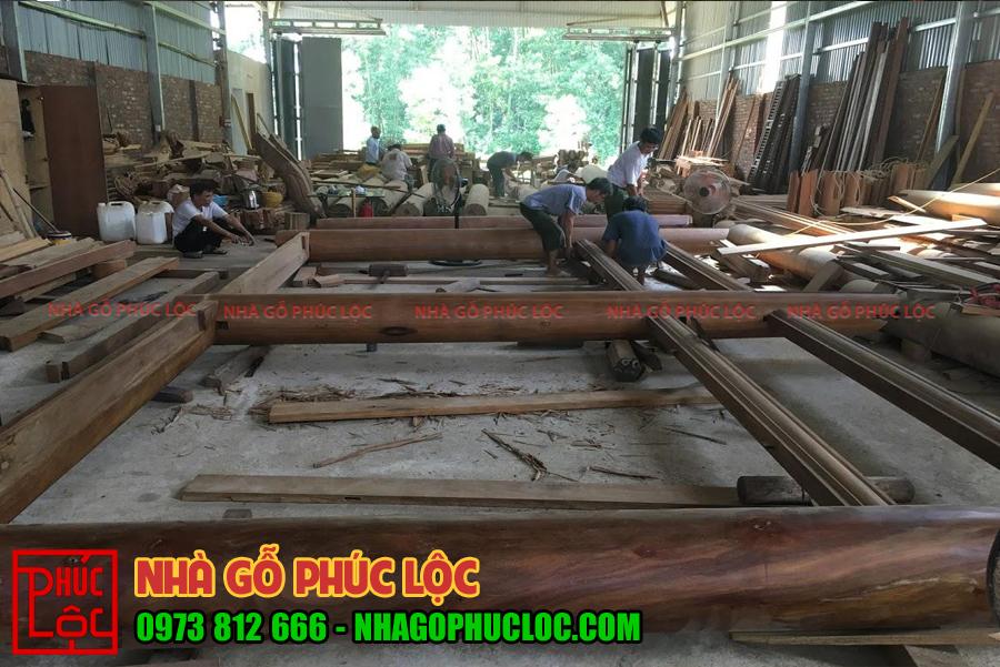 Hình ảnh khung nhà gỗ 5 gian được lắp dựng tại xưởng