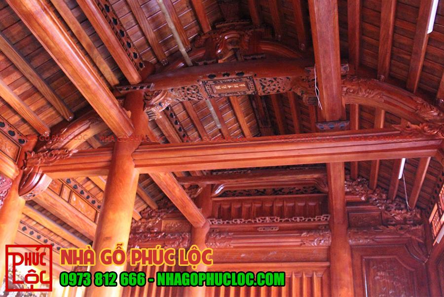 Tổng thể bên trong ngôi nhà gỗ cổ truyền