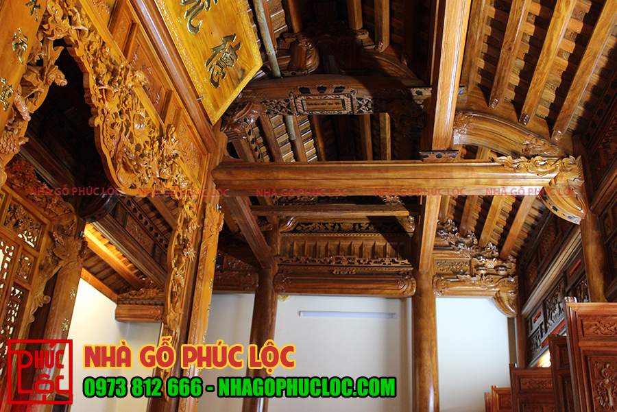 Bên trong ngôi nhà gỗ lim 3 gian 18 cột