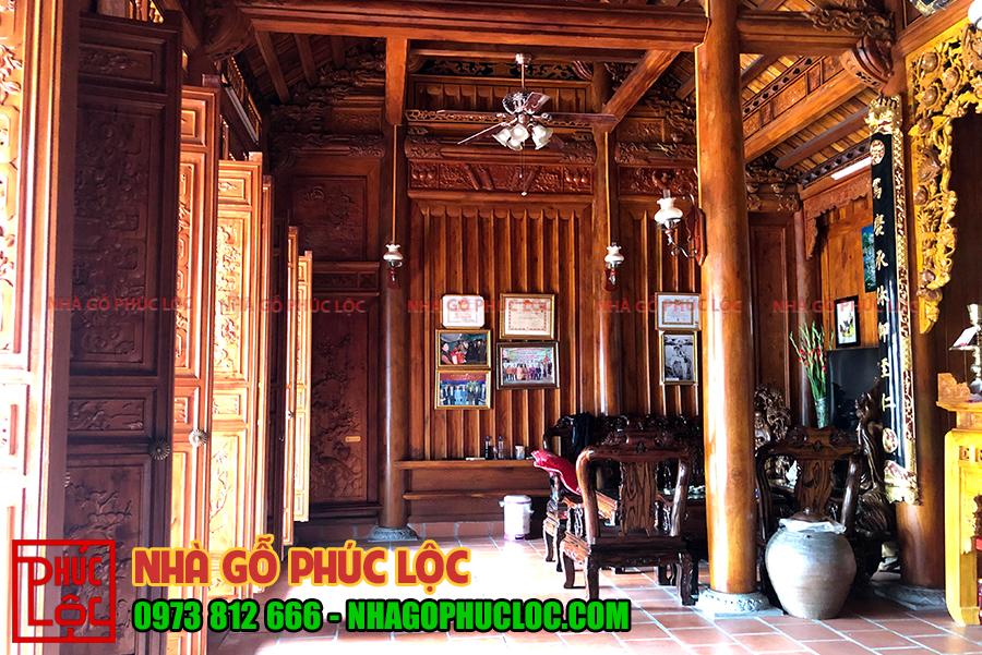 Bên trong ngôi nhà gỗ cổ truyền