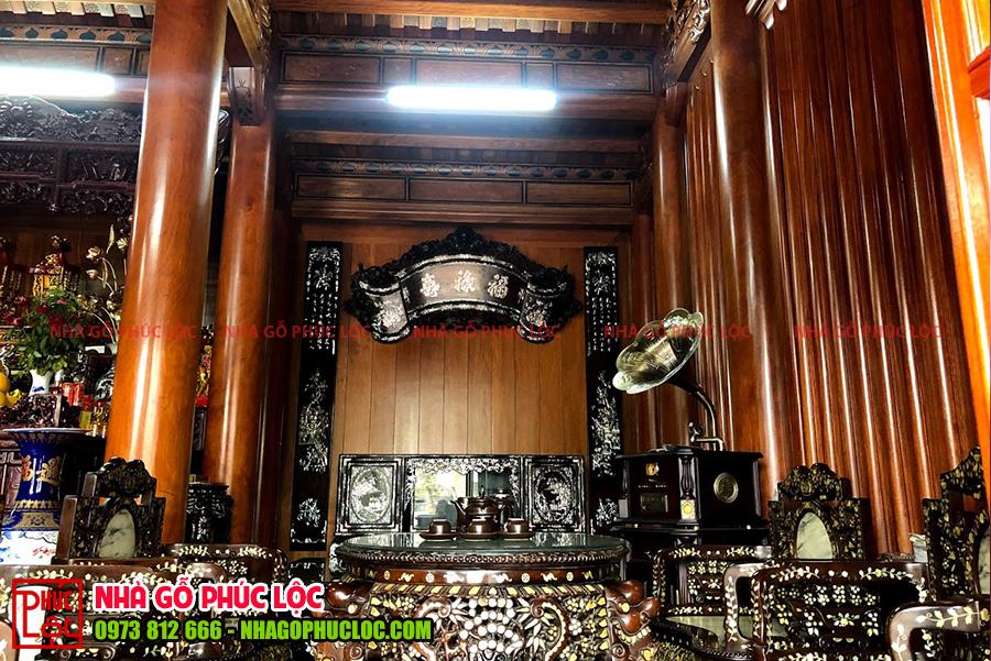 Phần nội thất bên trong của một căn nhà gỗ truyền thống