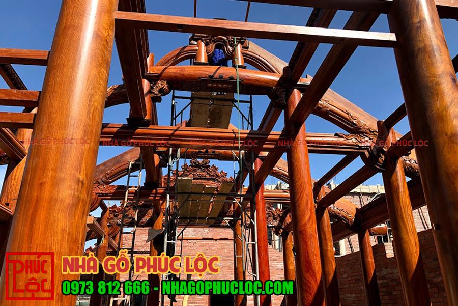 Hệ thống khung cột của nhà gỗ lim 5 gian