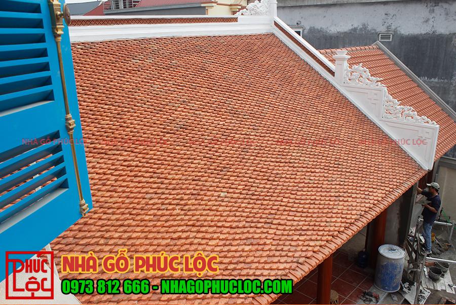 Phần mái của nhà gỗ gõ đỏ