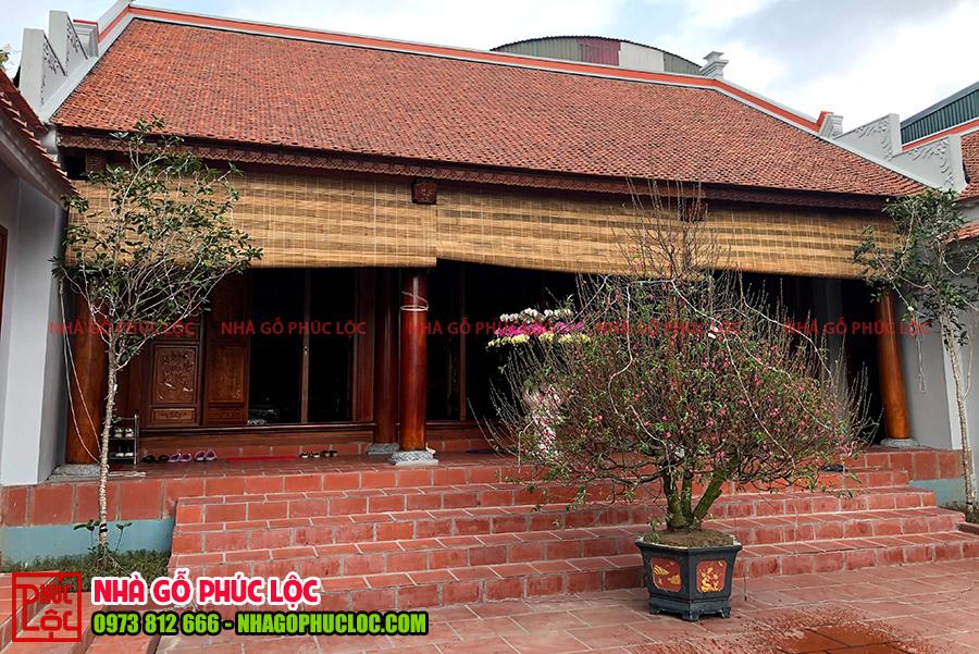 Hình ảnh tổng thể ngôi nhà gỗ 3 gian cổ truyền