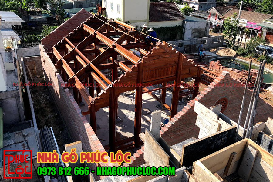 Toàn cảnh ngôi nhà sau khi lắp dựng xong phần khung cột