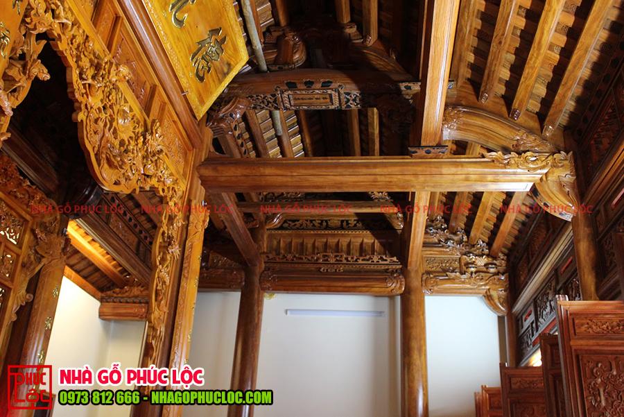 Bên trong ngôi nhà gỗ 3 gian 2 dĩ cổ truyền