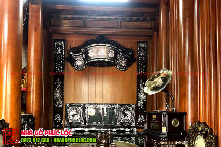 Hình ảnh bình phong được trang trí trong nhà gỗ cổ truyền