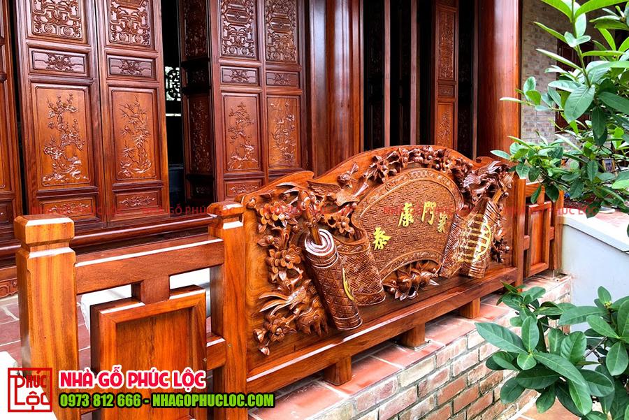 Bình phong bằng gỗ được chạm khắc hết sức tinh xảo