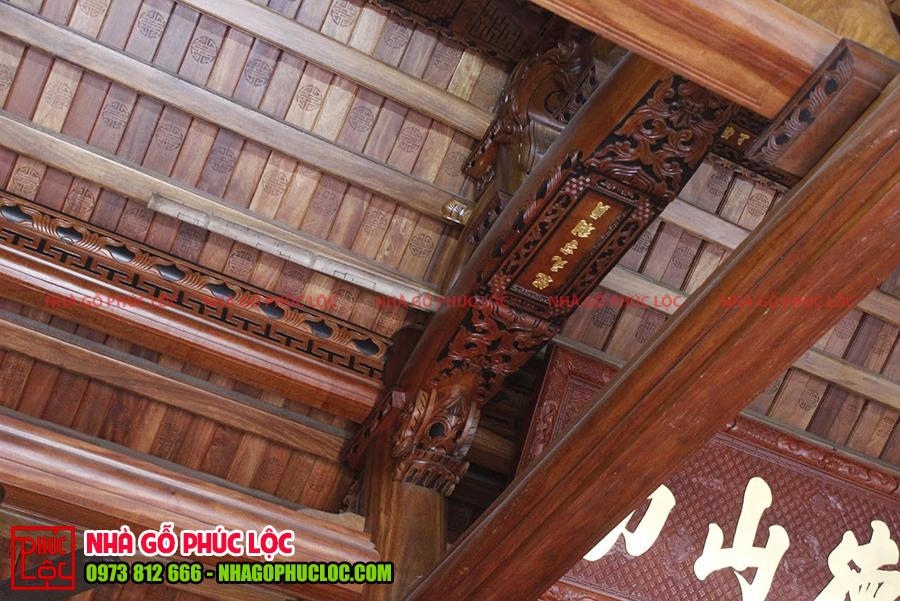 Cận cảnh câu đầu của nhà gỗ cổ truyền thống