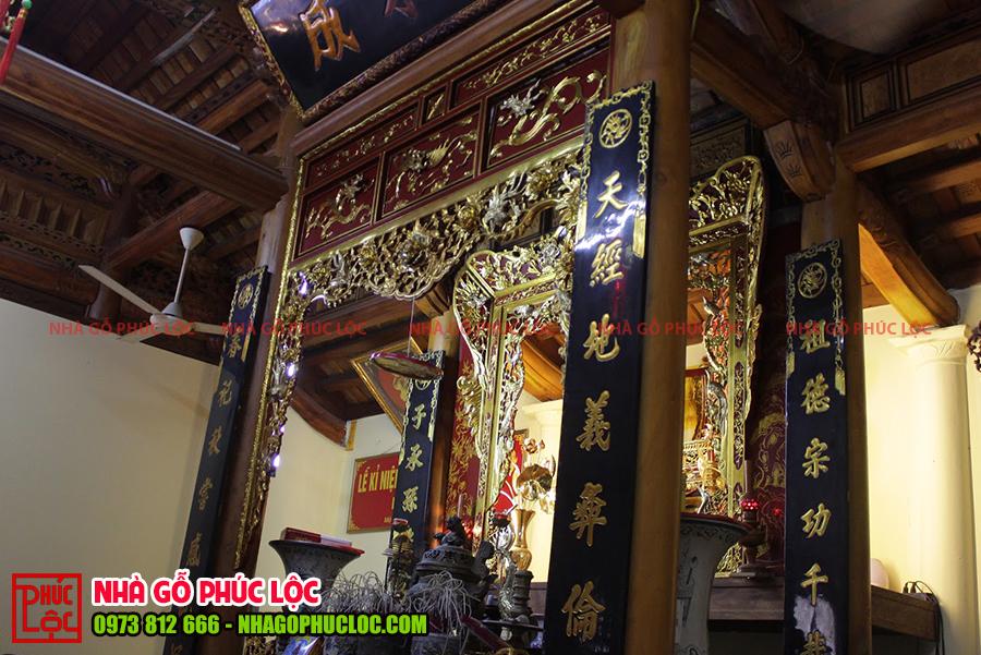 Hình ảnh gian thờ cúng của nhà gỗ mít