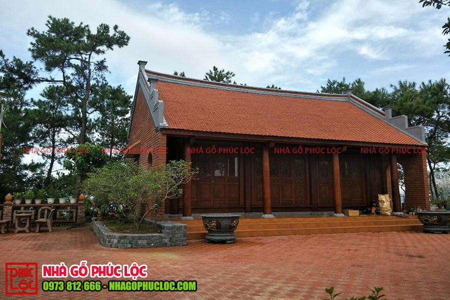 Tổng thể bên ngoài căn nhà gỗ lim 3 gian 2 dĩ tại Quảng Ninh