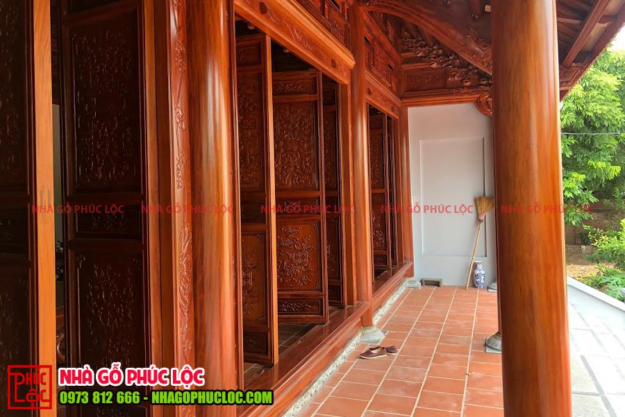 Phần hiên của nhà gỗ cổ truyền Bắc Bộ