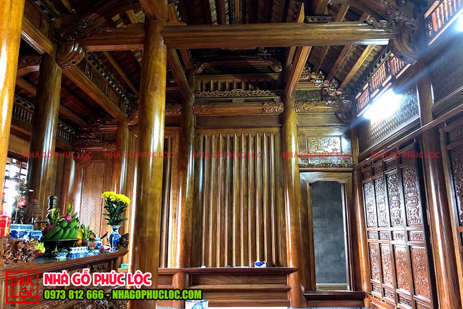Bên trong một căn nhà gỗ lim cổ truyền