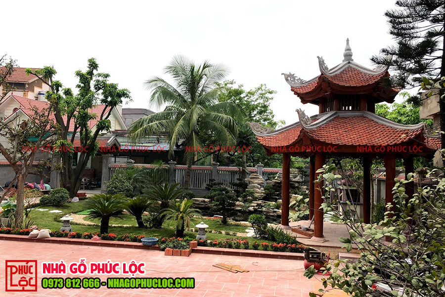 Nhà chòi được lắp dựng hoàn thiện trong khuôn viên nhà gỗ sân vườn