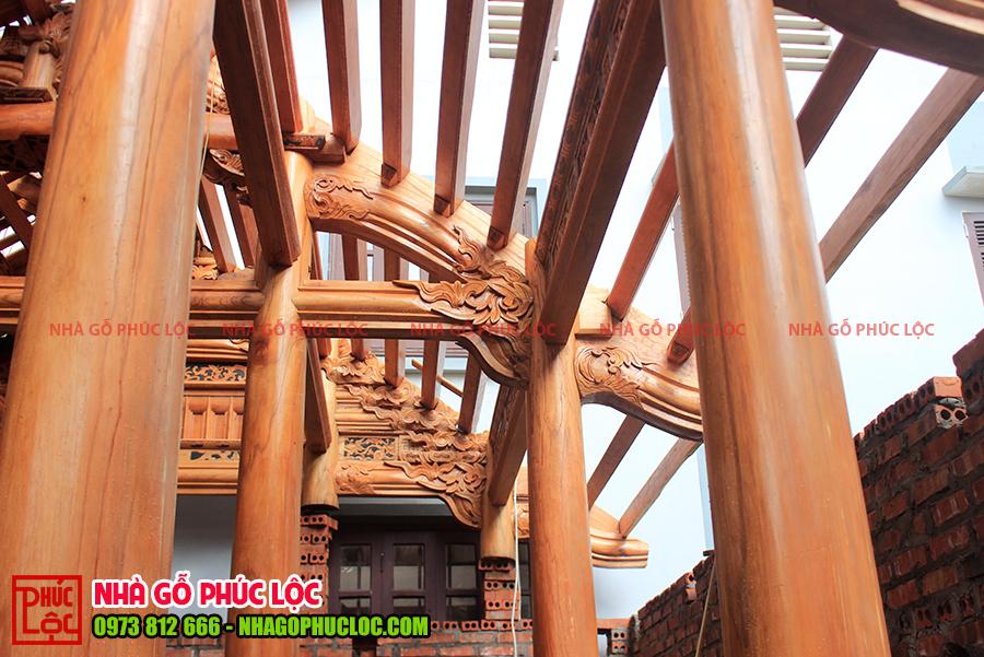 Kẻ ngồi của nhà gỗ cổ truyền