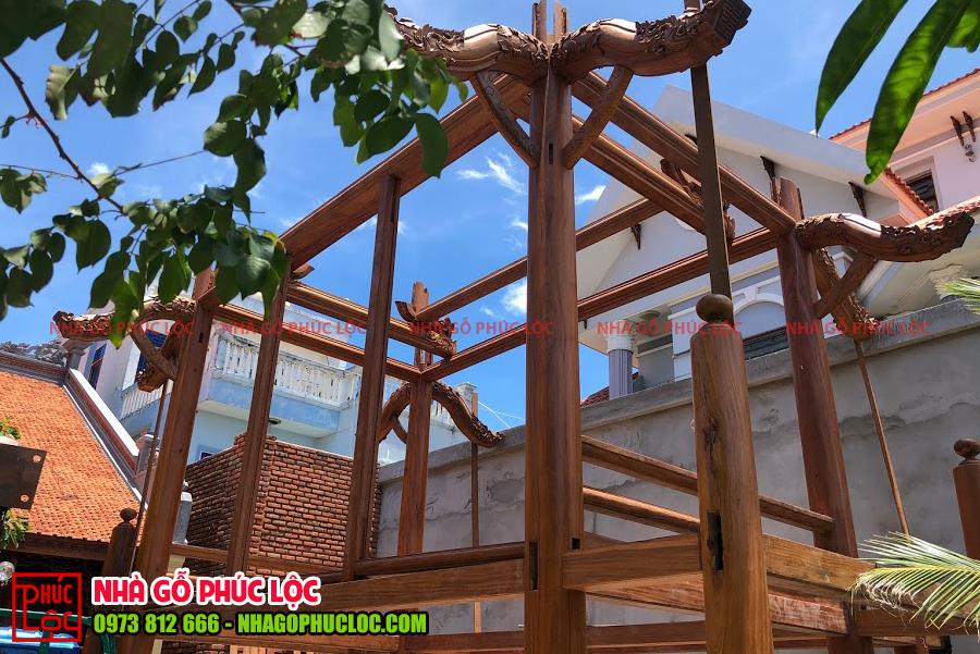 Khung cột của nhà sàn 2 tầng cơ bản được hoàn thiện