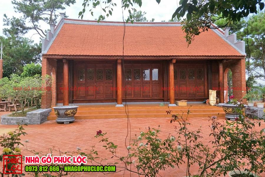 Hình ảnh một căn nhà thờ gỗ 3 gian cổ truyền