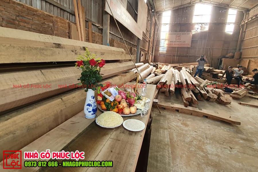 Cận cảnh mâm lễ cúng phạt mộc nhà gỗ lim 5 gian