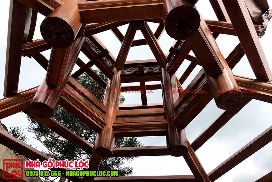 Bên trong phần khung gỗ khi lắp dựng