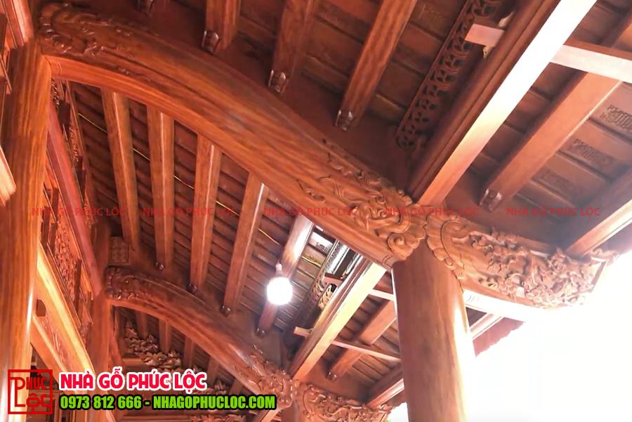 Kẻ hiên của nhà gỗ 3 gian 2 chái cổ truyền