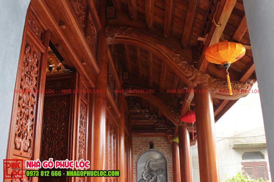 Hiên của nhà gỗ lim 3 gian tại Hưng Yên