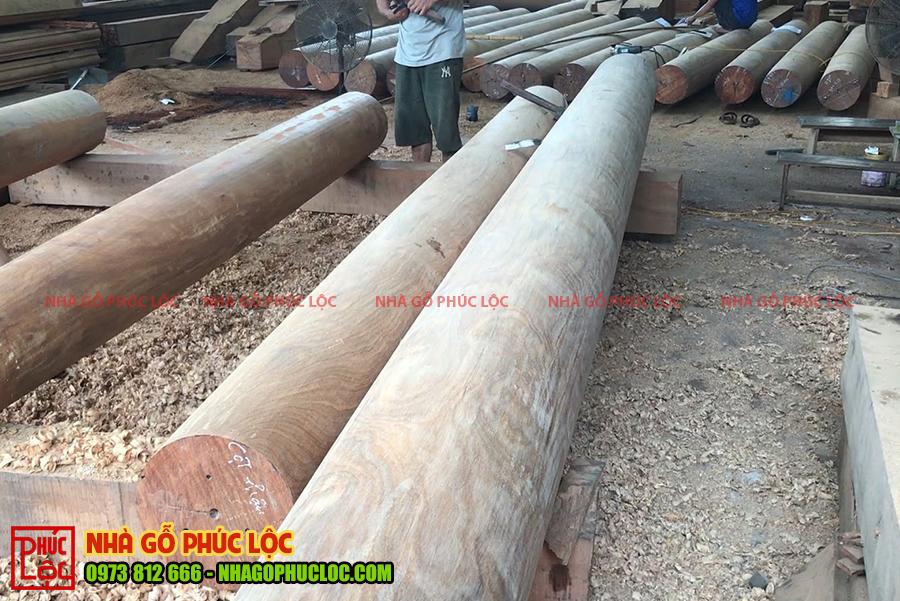 Các cột nhà sau khi đã được làm nhẵn