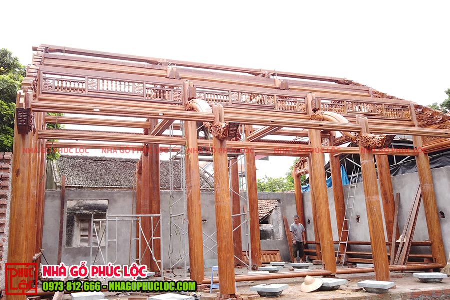 Hình ảnh khung nhà gỗ sau khi thực hiện nghi lễ cất nóc