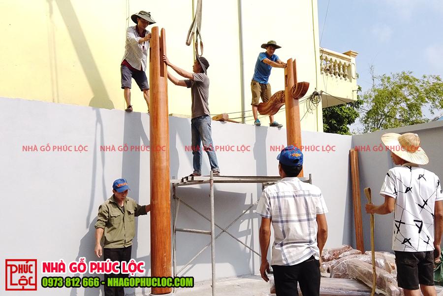 Người thợ bắt đầu lắp dựng những cấu kiện đầu tiên