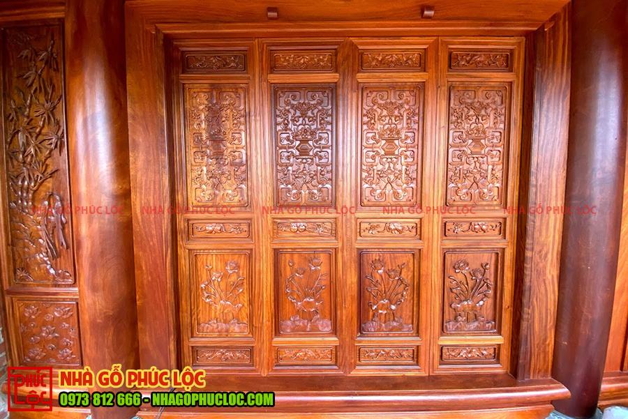 Cửa bức bàn của nhà gỗ lim 5 gian cổ truyền