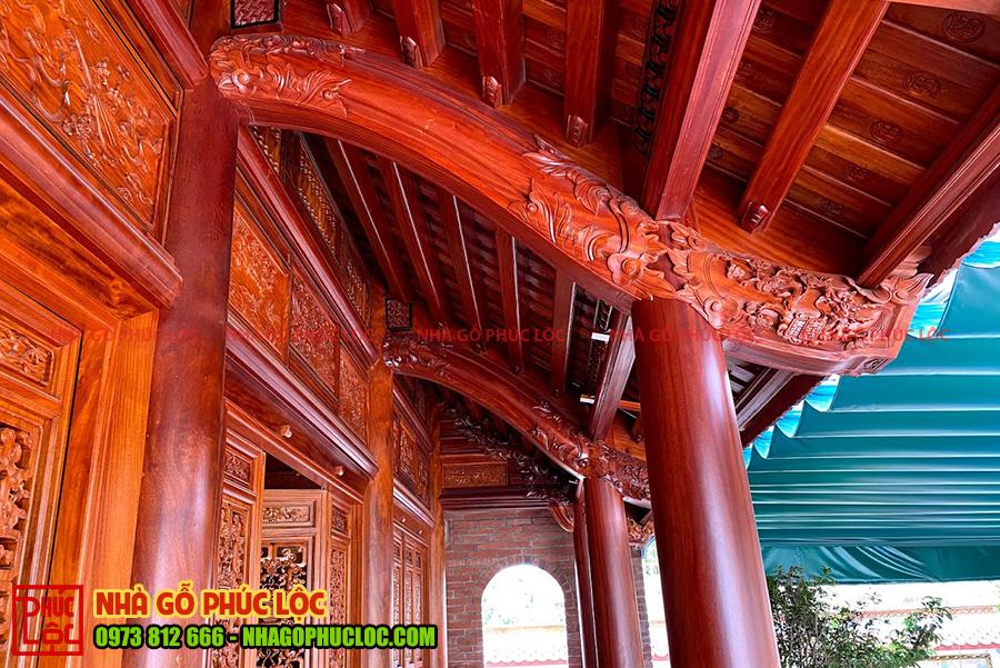 Phần hiên của nhà gỗ lim 5 gian cổ truyền