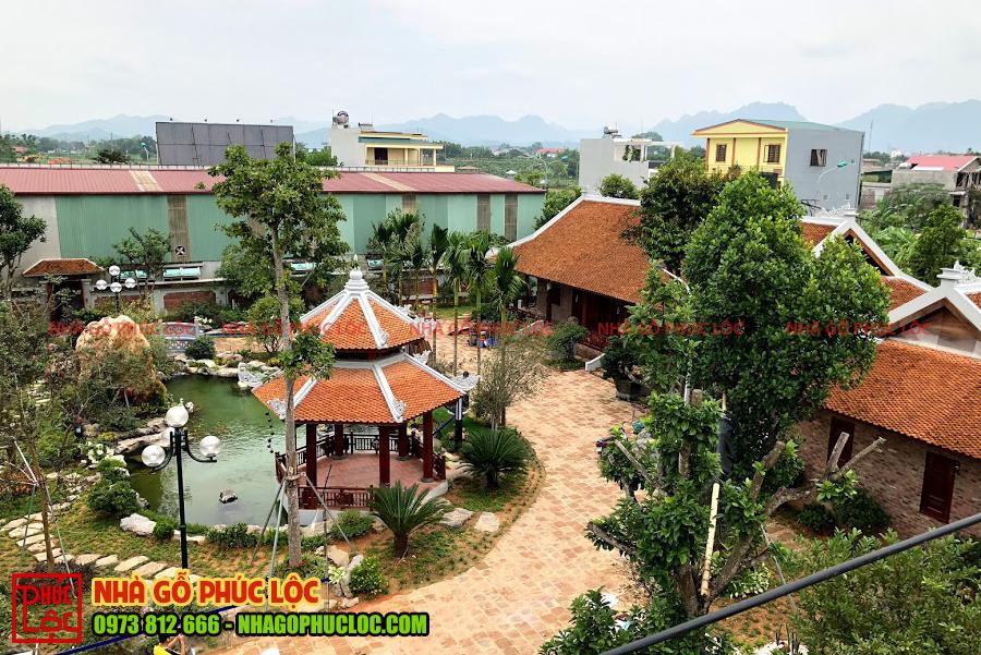 Hình ảnh quần thể nhà gỗ sân vườn với quy mô lớn