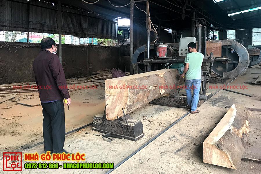 Hình ảnh xẻ cột gỗ