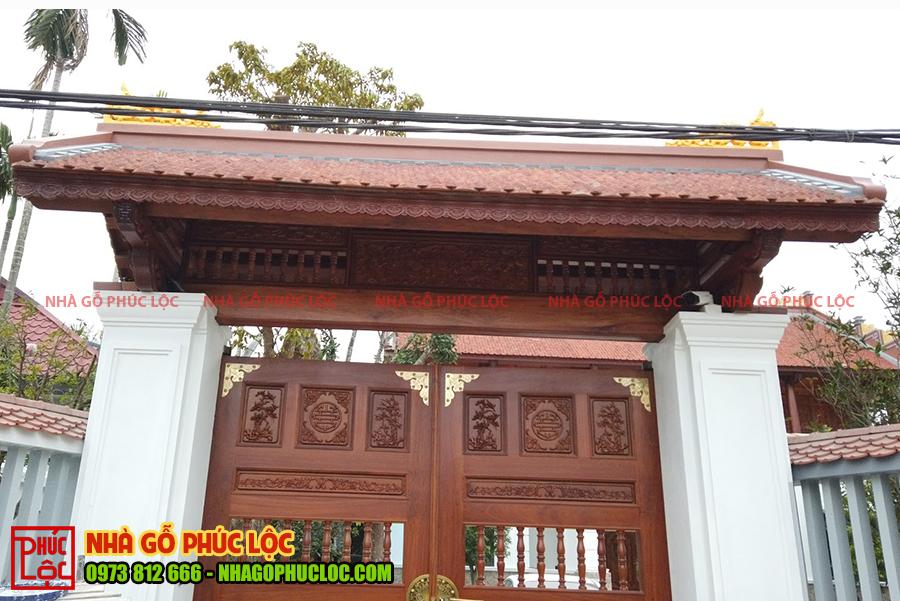 Phần cổng nhà gỗ lim 5 gian