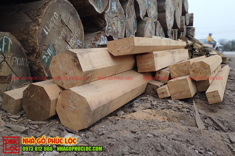 Các cột gỗ sau khi đã được cưa xẻ xong