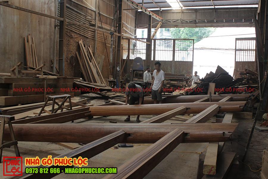 Hình ảnh lắp ghép nhà gỗ tại xưởng