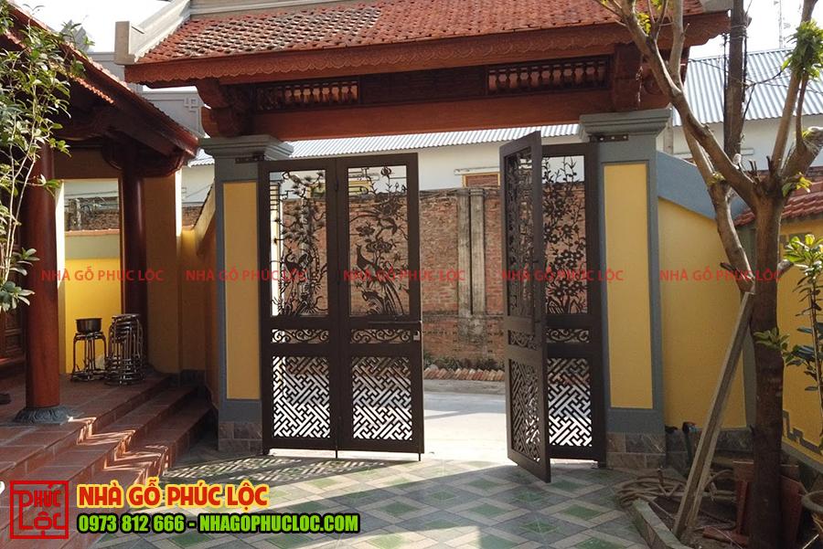 Phần cổng nhà gỗ 3 gian 12 cột